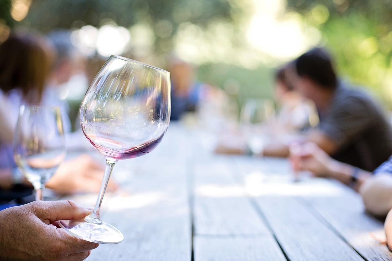 Giovane, pronto, maturo: i gradi di evoluzione del vino