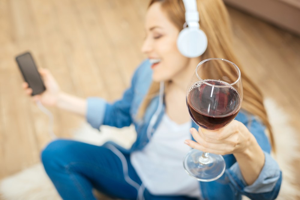 3 Italian Songs That Talk About Wine