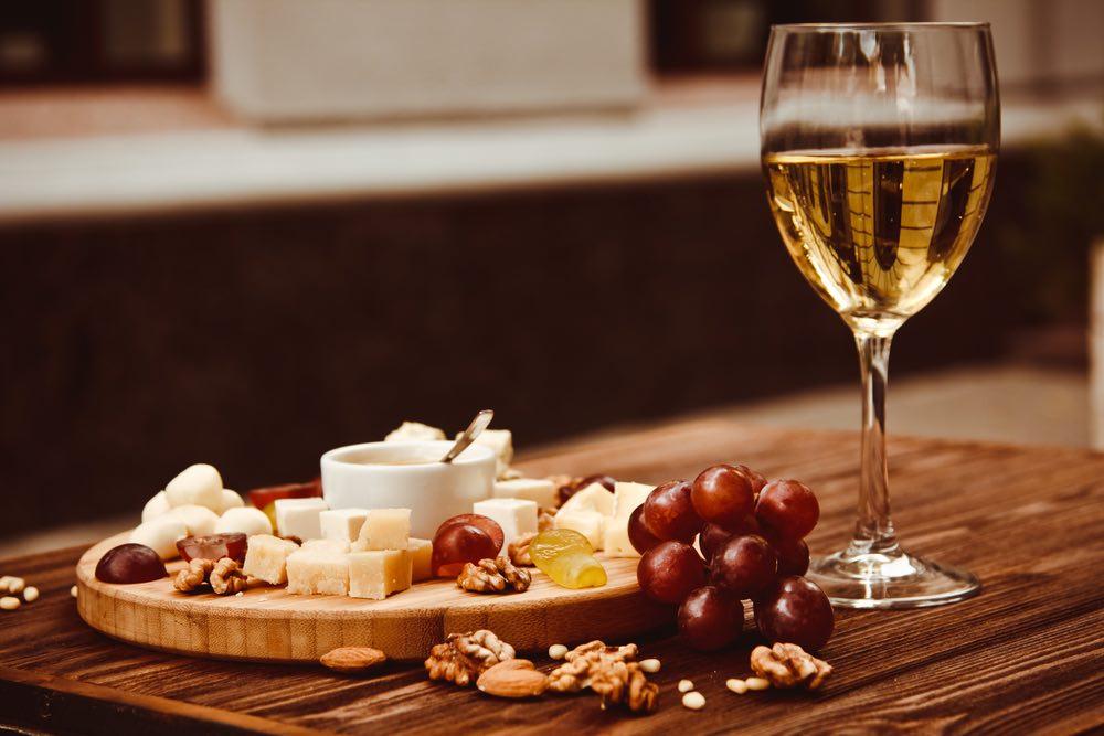 Come abbinare il vino alla frutta secca