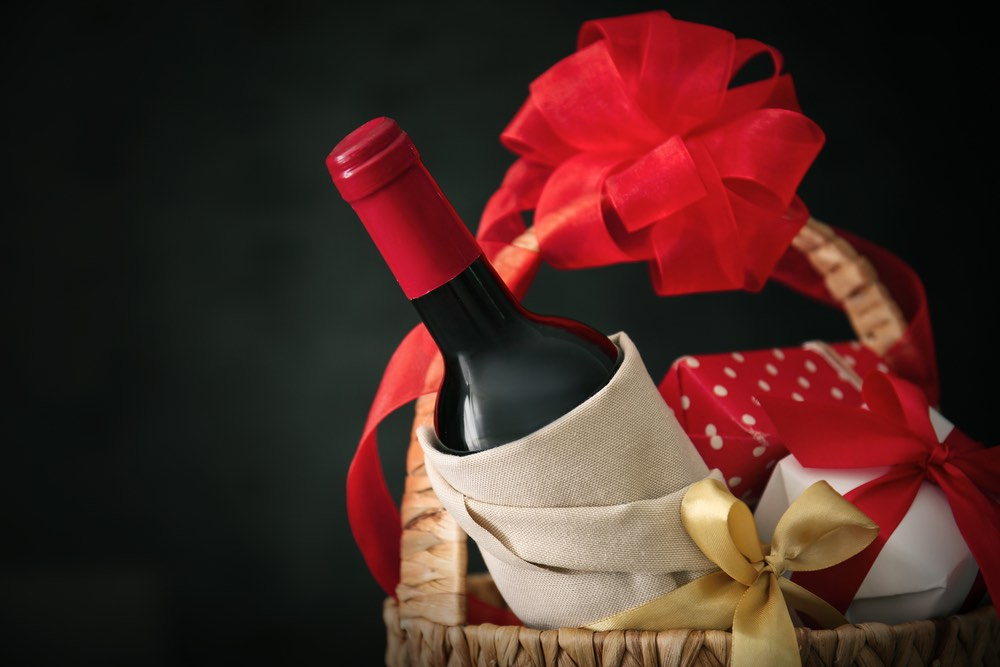 6 Italian Wines to Give as Christmas Gifts