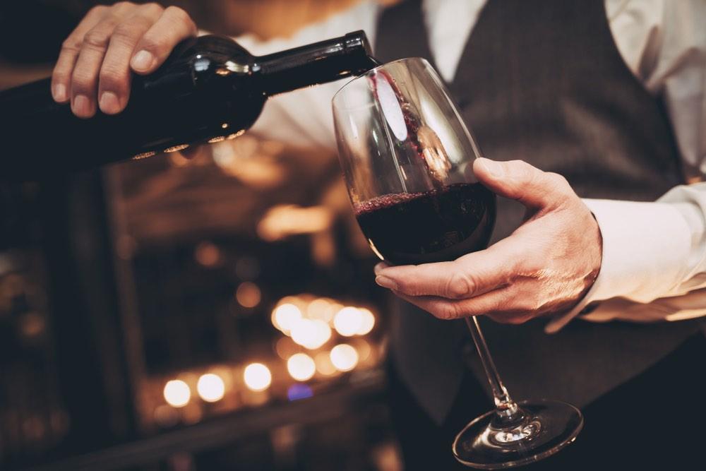 Perché roteare il bicchiere migliora il sapore del vino?